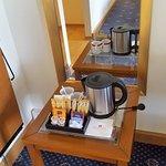 Kaffee und Teezubereitung im Zimmer