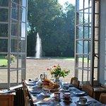 Après une nuit agréable et reposante, un bon petit déjeuner dans le palais abbatial vous attend
