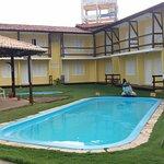 Os apartamento e piscinas. Os aptos térreos possuem a porta principal e a porta para as piscinas