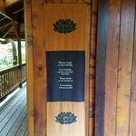 Photo de Volcano Village Lodge