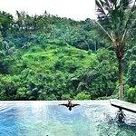kolam renang dengan panoramik menawan