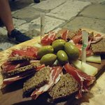 The Wine Bar - Tri Pršuta Foto