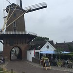 Lunchcafe de Graanschuur next to the historic windmill