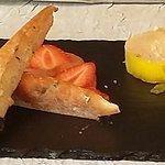 foie gras mi cuit au poivre annoncé chutney rhubarbe en fait aux fraises