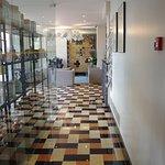 Couloir entre le hall d'entrée et le restaurant