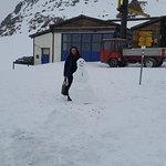 Le bonhomme de neige le 14. Juillet 2016 au sommet de Piz Nair