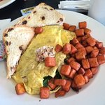 Country omelet (delicious filling of herbed chicken, goat cheese and spinach)