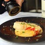 gratinnée de queue de langouste à la crème , vin jaune et vieux comté