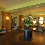 lobby Grotto Bay Hotel