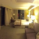 room 515 - 2 lanais Oceanfront, Corner Room