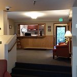 Photo de Lakeshore Inn & Suites