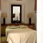 Toutes les chambres sont vastes avec un petit salon Et de très très belle salle de bain