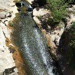 Pequeña cascada en el camino desde el bossque a Valporquero