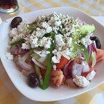 Insalata greca. (assaggia st'olive)