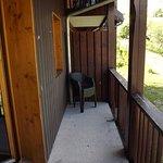 balcon avec 4 chaises - appartement 4 personnes