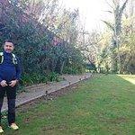 En el magnífico jardín del hotel