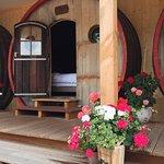 Slapen in een wijnvat, met zitkamer en luxe badkamer