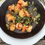 Sehr gut gemachte Shrimps mit  Knoblauch und Frühlingszwiebel
