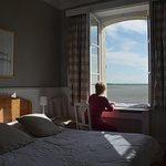 Agréable et jolie chambre avec vue sur la baie.
