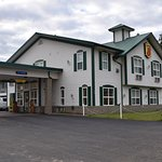 Super 8 Motel in One Hundred Mile House … Convenient and quiet