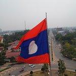 bandera de laos flameando