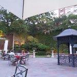 Jardín del Hotel donde se puede tomar algo !