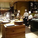 Photo de New World Makati Hotel