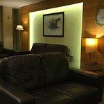 Lobbybereich und Hotelzimmer im 5. Stock