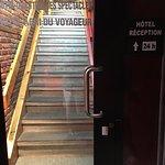 escalier pour accéder à la réception