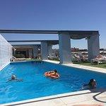 Terraza recién reformada con piscina.