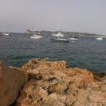 Estas son las vistas desde las piedras que hay a la entrada de cala Bassa.