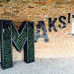 Maksi pub entrance