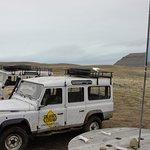 Camionetas cobijadas por nuestra bandera nacional argentina