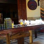 Mesa do café da manhã da pousada