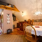 Lily Garden Bed & Breakfast at Camp Hill Foto