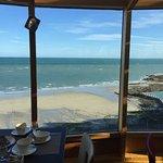 Petit déjeuner face à la mer