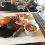 English breakfast with Haggis