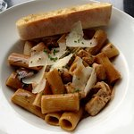 Chicken Madeira Rigatoni with Garlic Toast