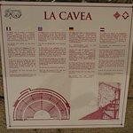 Explications sur la Cavea suite de gradins de l'hémicycle