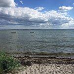 Flot strand tæt på Campingpladsen