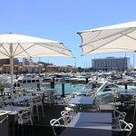 Restaurantes sobre el puerto mismo