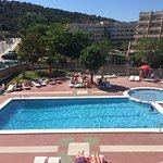 Bonita piscina para familia con niños