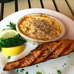 Grilled Salmon with Mac & Cheese