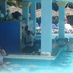 L'un des bars pres de la première piscine