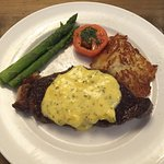 Steak Bearnaise asparagus hasbrown