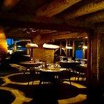 Lun atmosfære inne i restauranten.