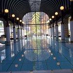 Blick auf den luxuriösen Indoor Pool