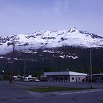 Mountain Sky Hotel: views near the hotel of Valdez and the mountain panorama in the distance