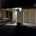 La camera dall'esterno alla sera