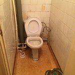 """Не менее """"шикарный"""" туалет. Хорошо, что фото не передает запаха."""